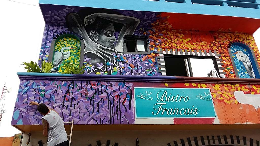 Isla-Mujeres-Bistro-Francious-street-artist-aan-het-werk-foto-Wilma-Lankhorst