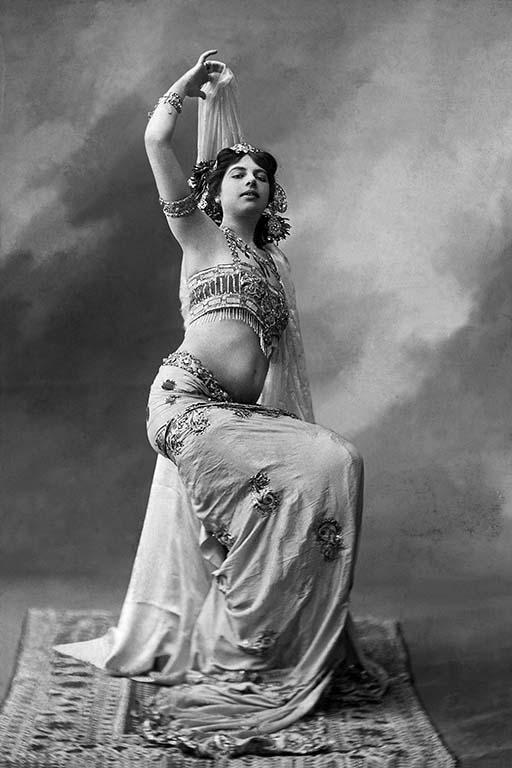 Mata-Hari-als-danseres-in-Parijs