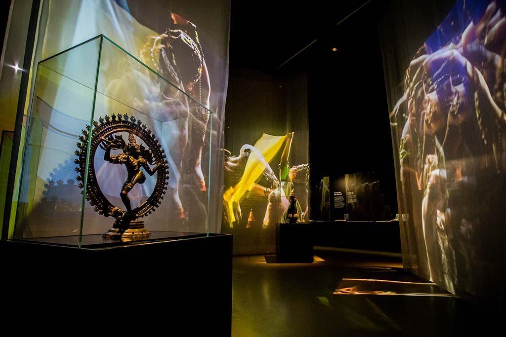 Mata-Hari-de-mythe-en-het-meisje-zaal-6-in-het-Fries-Museum-Foto-Ruben-van-Vliet.