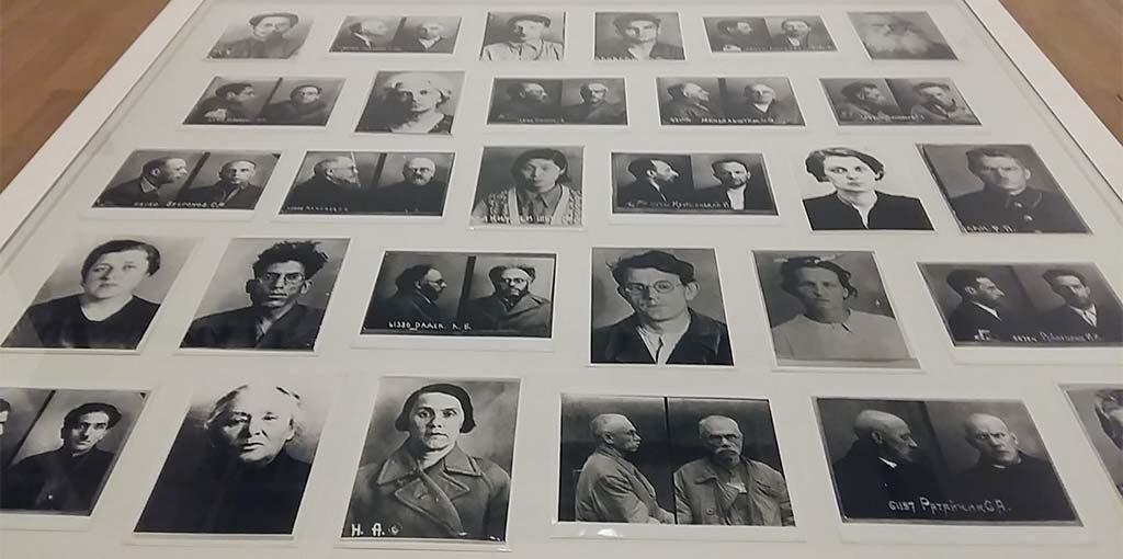 Red-Stars-over-Russia-vitrine-met-fotos-van-gevangene-foto-Wilma-Lankhorst