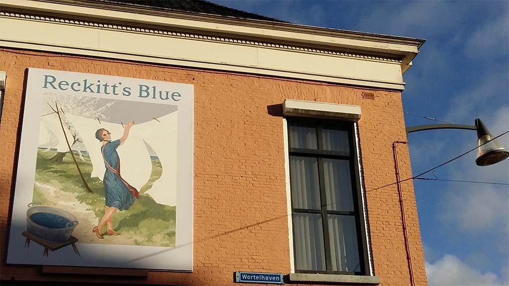 Street-Art-in-Leeuwarden-_-serie-reclameborden-Reckitts-Blue-foto-Wilma-Lankhorst