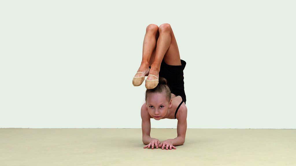 Rineke-Dijkstra_The-Gymschool-2014_videostill-