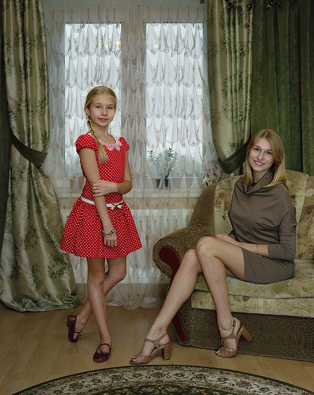 Rineke Dijkstra Sasha-and-Marianna-Kingisepp-Russia-November-2-2014