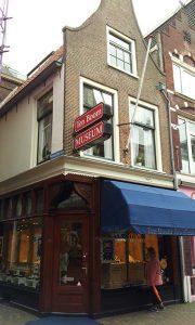 Corrie-ten-Boom-Museum-Haarlem-vooraanzicht-winkel-foto-Wilma-Lankhorst