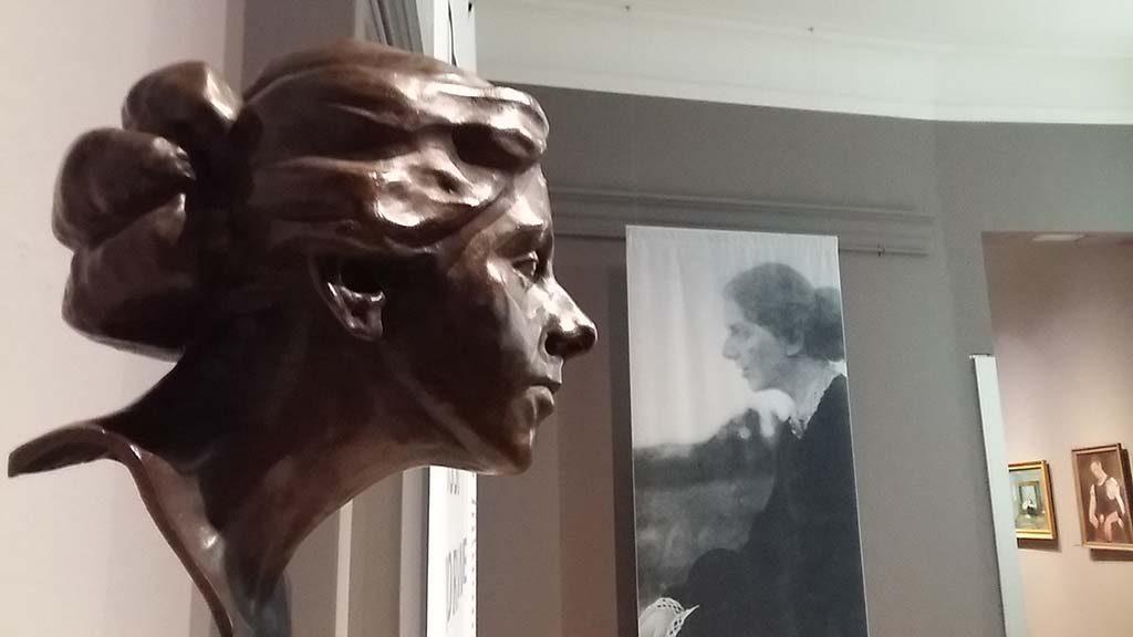 Paula-Modersohn-Becker-bronzen-beeld-Clara-Westhoff-in-Rijksmuseum-Twenthe-©-foto-Wilma-Lankhorst