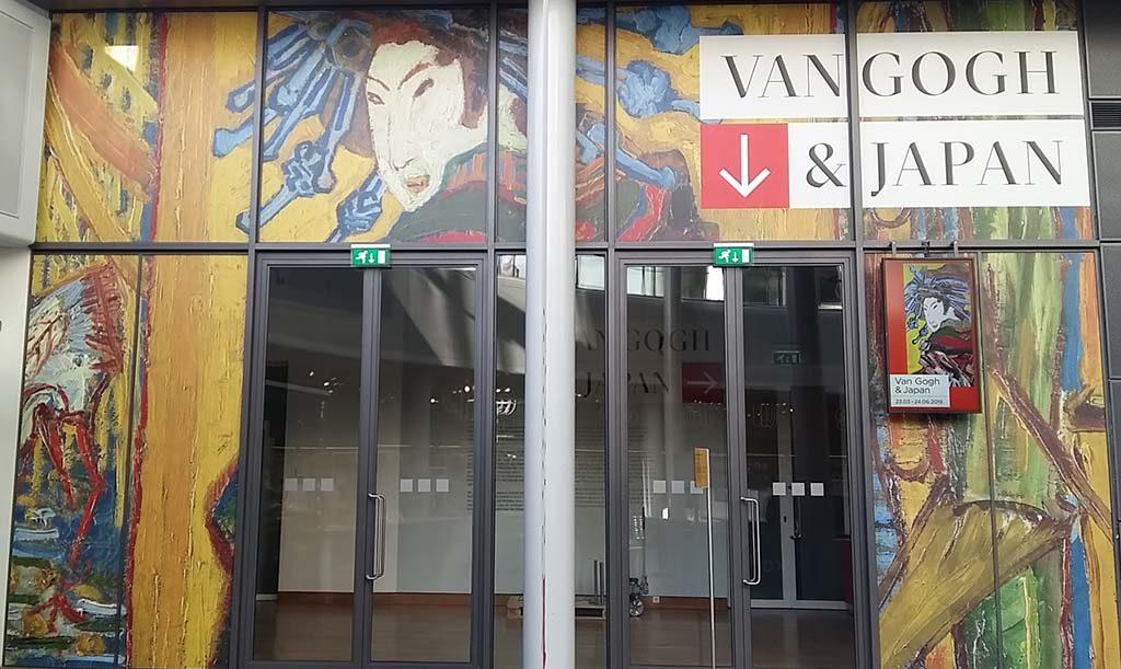 Museumweek Amsterdam Van-Gogh-en-Japan-entree-expo-Van-Gogh-Museum-foto-Wilma-Lankhorst