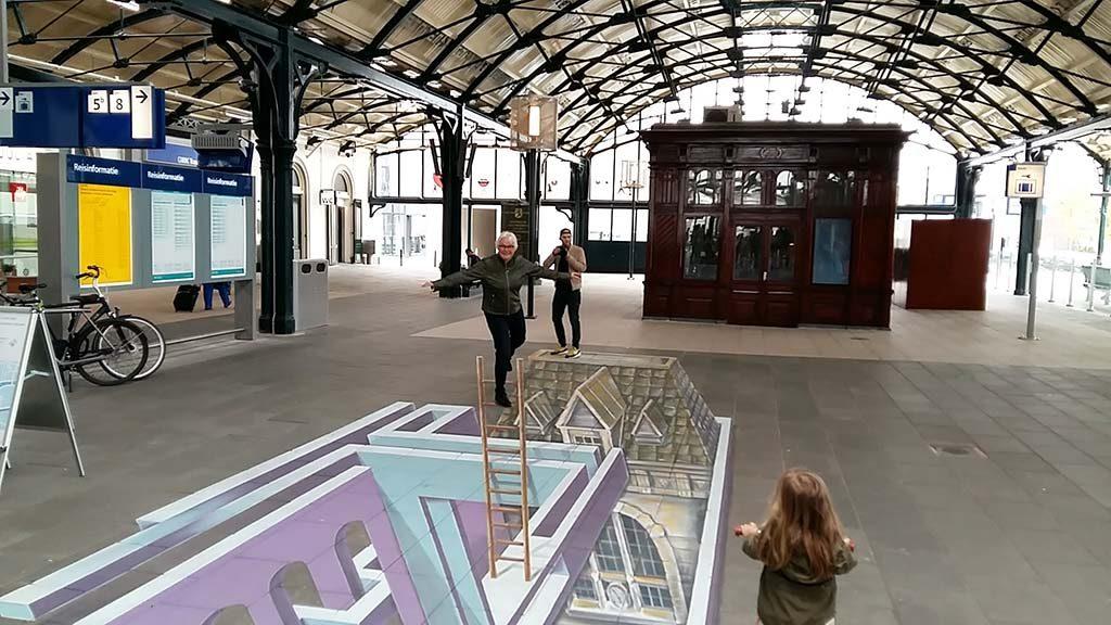 Planeet-Escher-1e-werk-Leon-Keer-Station-Leeuwarden-