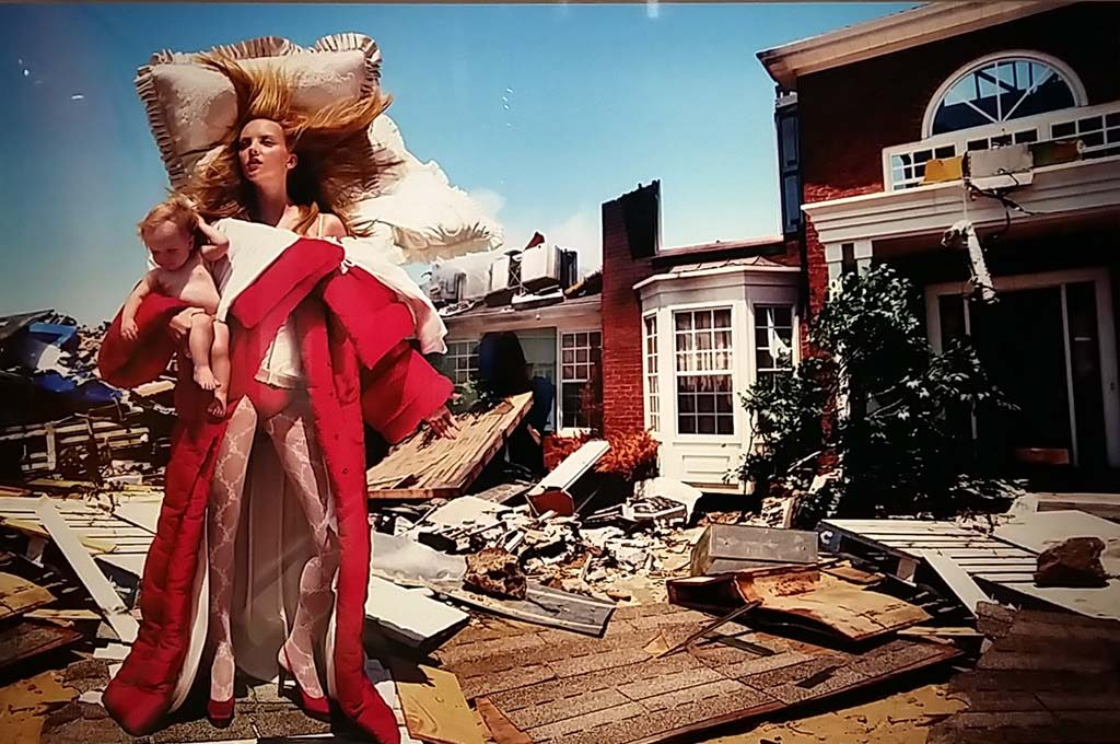 David-LaChapelle-the-house-at-the-end-of-the-world-New-YOrk-2005.