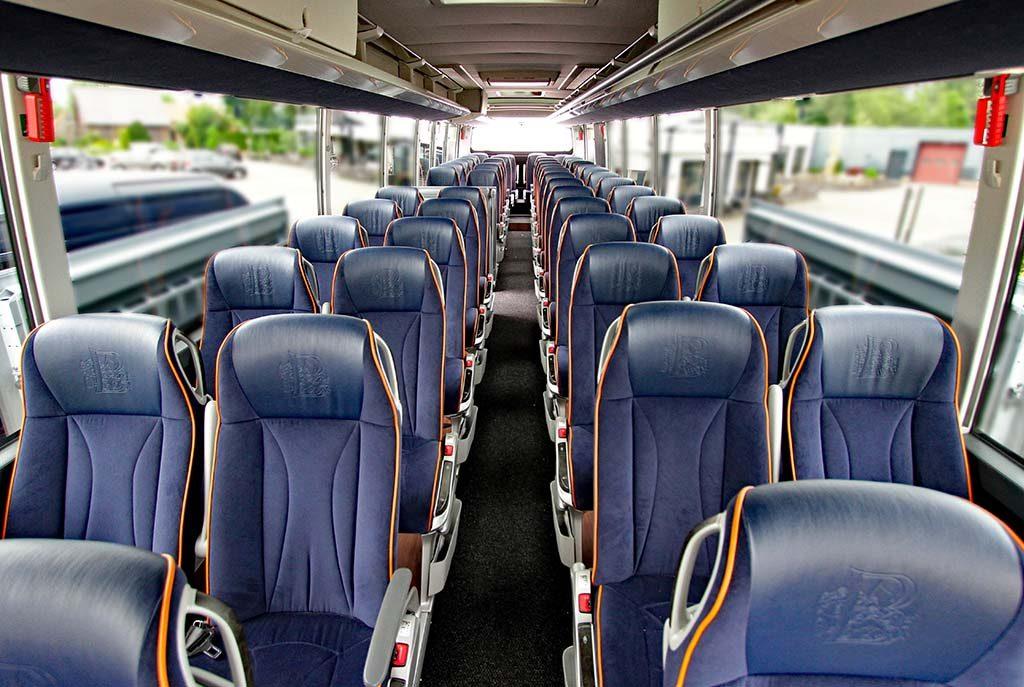 De_Jong_Intra_in_luxe_stoelen_heerlijk_ontspannen_op-reis.