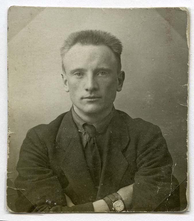 George-pasfoto-1924-uit-fotoalbum-Rob-Martens-Groninger-Museum