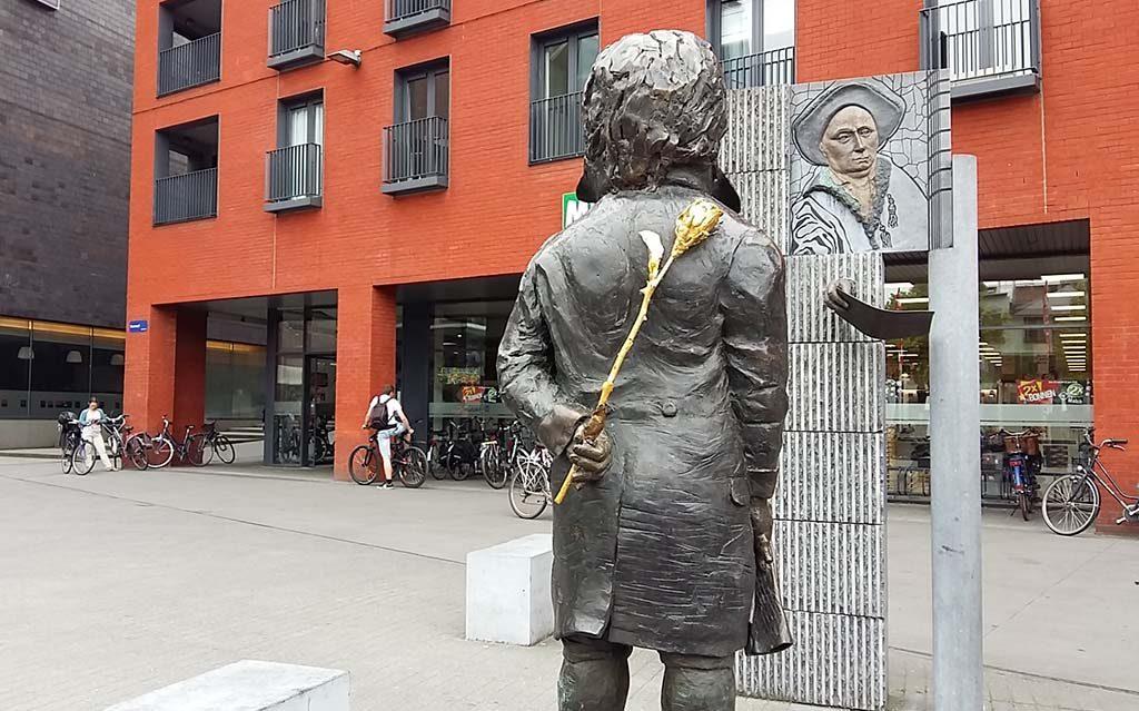 Mechelen_SiC_Ludwig-van-Beethoven-brengt-bloemengroet-aan-opa-Lodewijk-in-Mechelen-foto-Wilma-Lankhorst