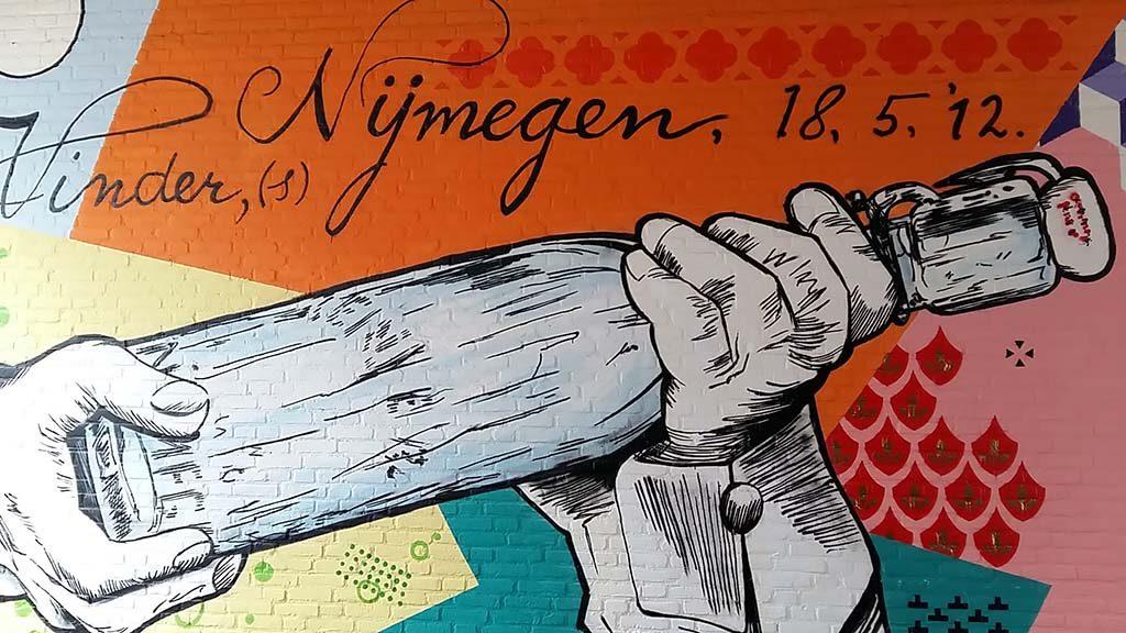 Street-art Nijmegen_Hertogstraat_Jozefhof_1_Remco-Visser-en-Naamloozz-foto-Wilma-Lankhorst.