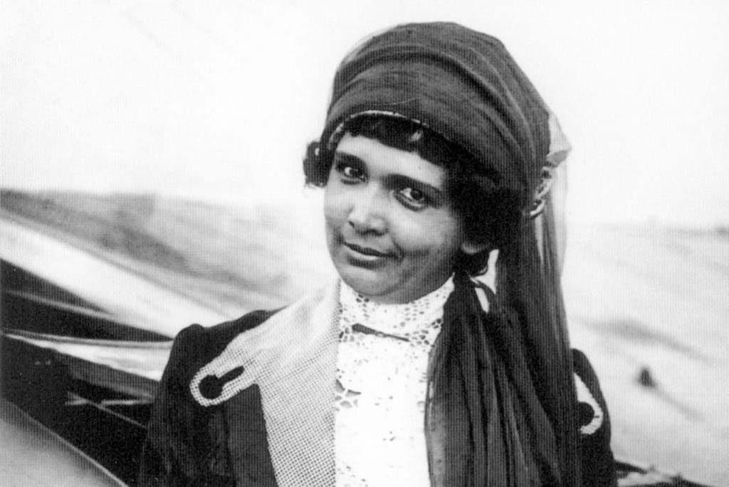 Beatrix-de-Rijk-1883-1958-De-eerste-Nederlandse-vrouw-met-een-vliegbrevet-in-Frankrijk-behaald-in-1911-Amsterdam-Museum