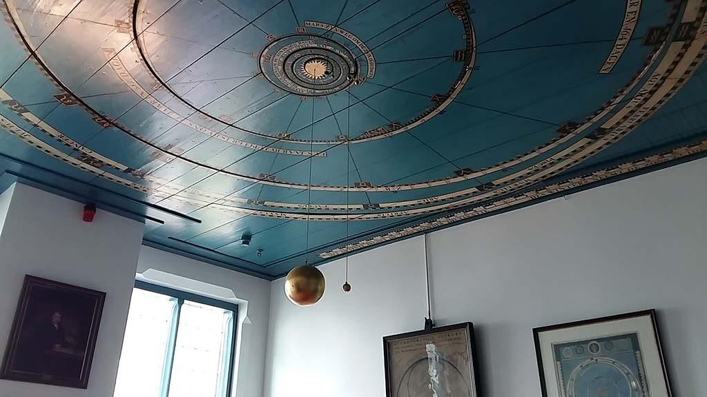Friesland-SiC-Franeker-Eise-Eisnga-plafond-in-woonkamer-Planetarium-foto-Wilma-Lankhorst