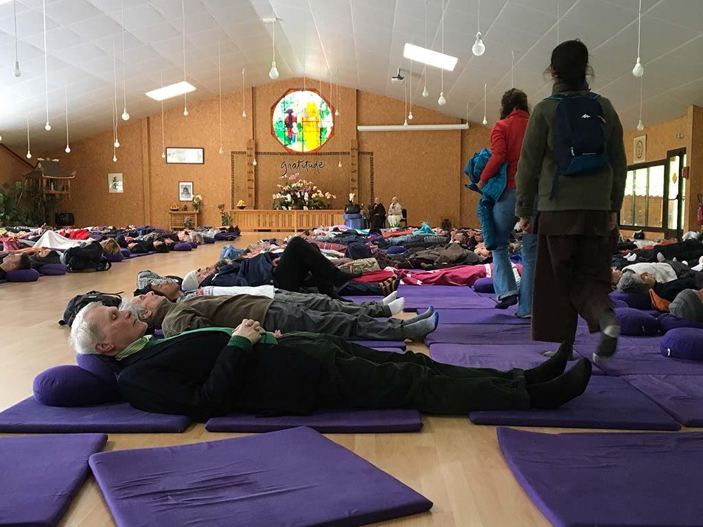 Adriaan_van-dis-tijdens-meditatie_KRO-NCRV-serie-2018-foto