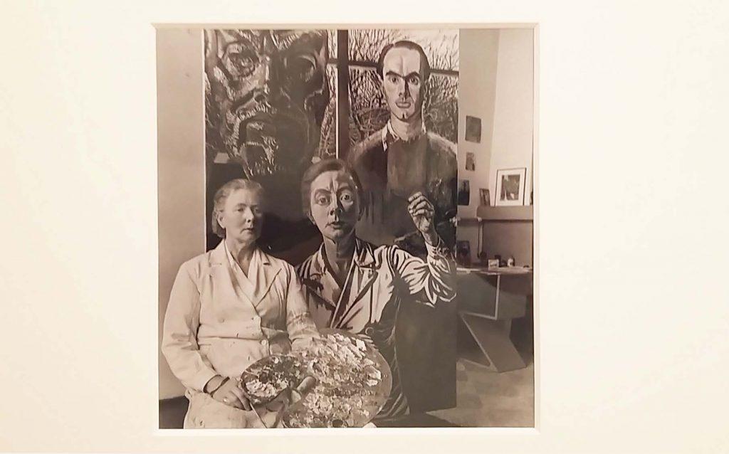Eva-Besnyö-Charley-Toorop-schilderij-de-drie-generaties-1950-foto-Wilma-Lankhorst
