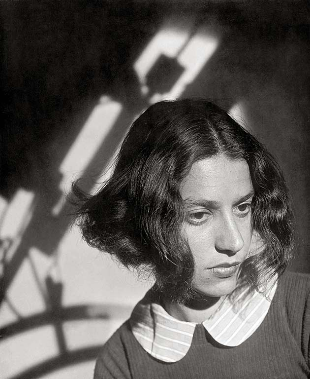 Eva-Besnyo-portret-1937-LR-©-Cas_Oorthuys
