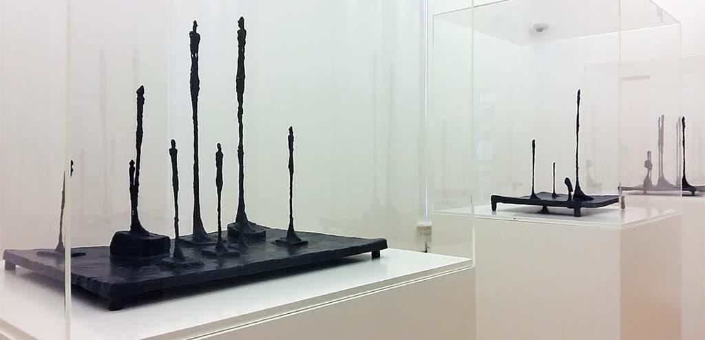 Giacometti_drie maal-compositie-met-meerdere-figuren-1950-voor-openplek-Giacometti-foto-Wilma-Lankhorst