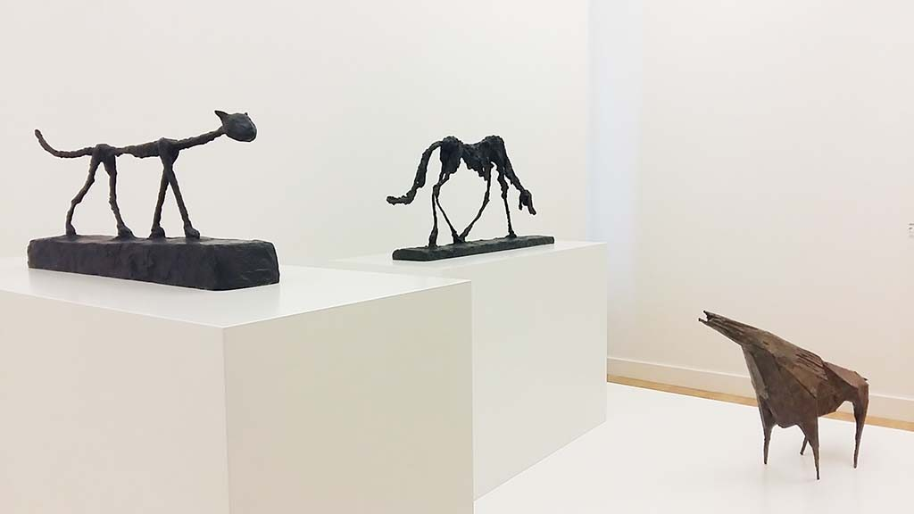 Giacometti_en_Chadwick-De-kat-1951-de-hond-1957-Giacometto-Het-beest-VII-1956-Lynn-Chadwick-foto-Wilma-Lankhorst