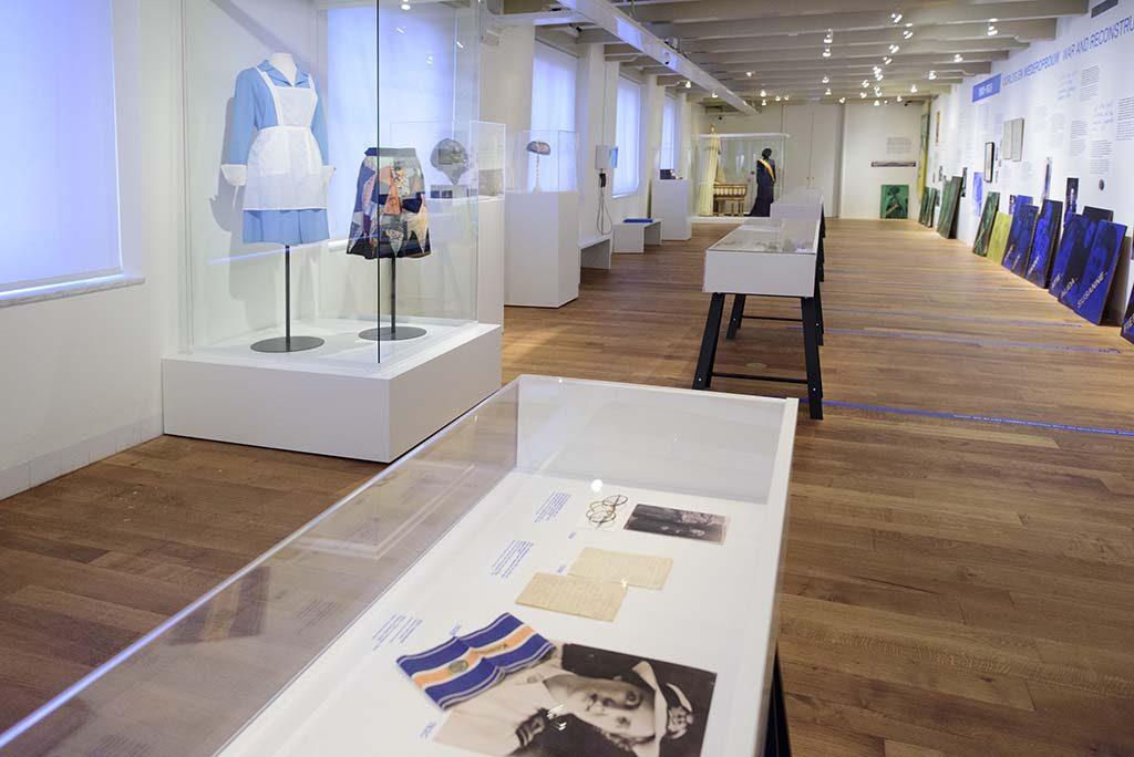 Tentoonstelling-_1001-vrouwen-in-de-20ste-eeuw_-in-het-Amsterdam-Museum-_-Amsterdam-Museum