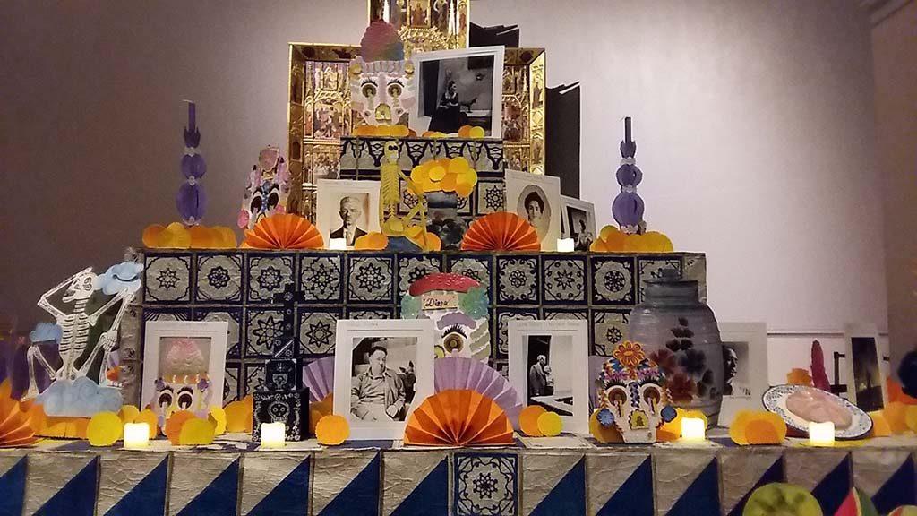 Frida Kahlo_altaar-Dia-de-los-Muertos-2018-Londen-foto-Wilma-Lankhorst