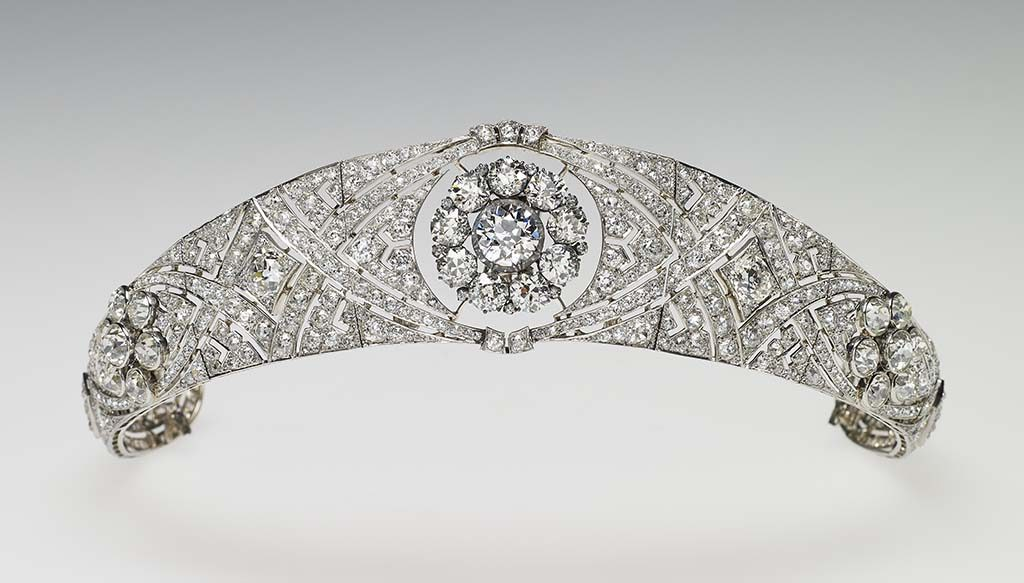 De diamanten en platina tiara Her Majesty The Queen. Images are for one-time use only in connection with the special exhibition 'A Royal Wedding: The Duke and Duchess of Sussex', on display at Windsor Castle (26 October 2018 - 6 January 2019)and the Palace of Holyroodhouse (14 June - 6 October 2019). Images are not to be archived, sold on or used out of context. Credit: Royal Collection Trust /