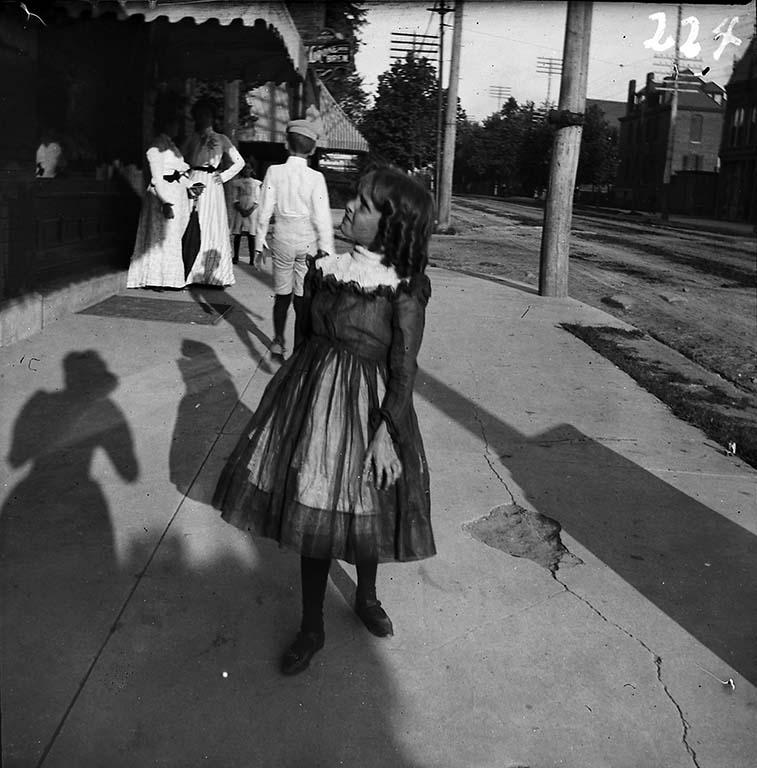 Gabriele_Munter_VS_klein-meisje-op-straat-1899-1900