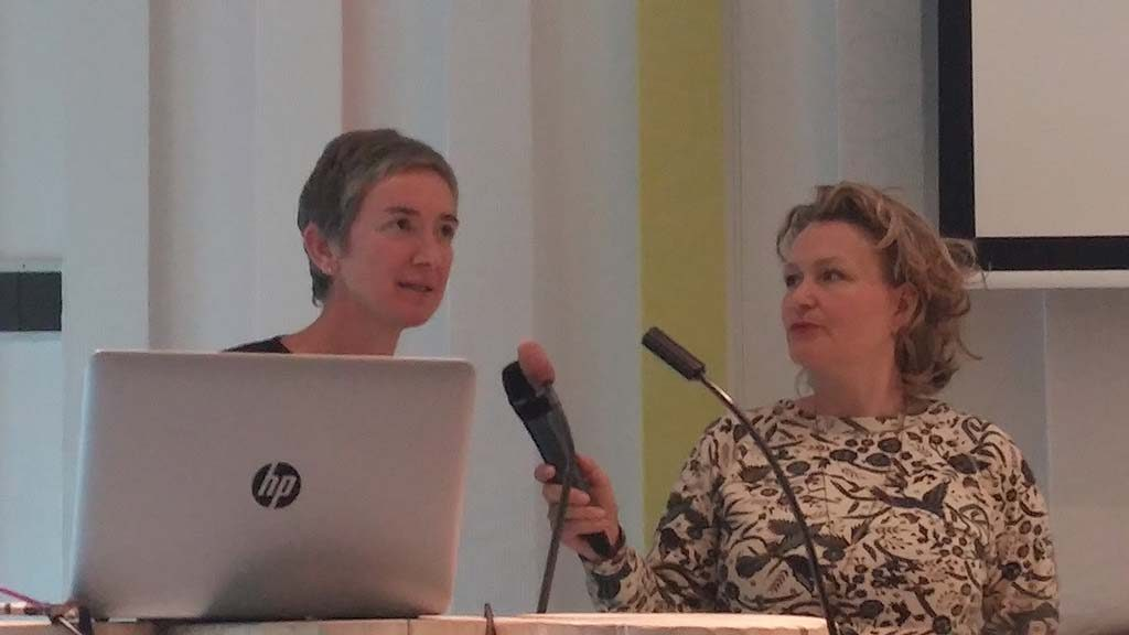 Cultural-Threads-symposium-l.-Jessica-Hemmings-en-r.-Christel-Vesters-foto-Wilma-Lankhorst