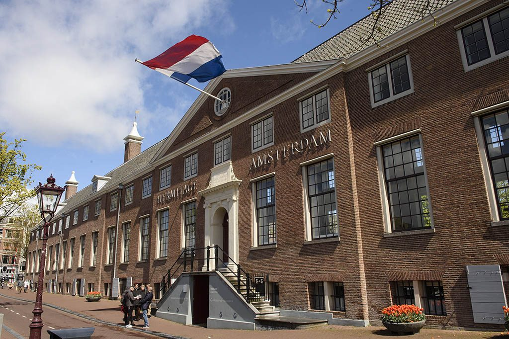 Hermitage_Amsterdam-algemeen-_met_vlag_foto-Roy-Beusker