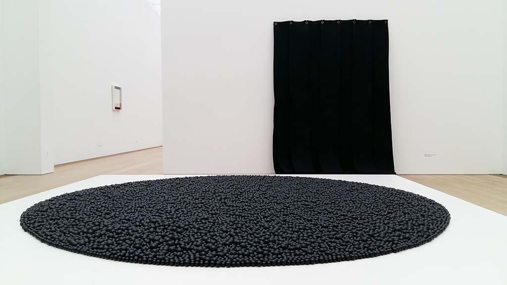 Museum Voorlinden m.-Turbulence-2014-©Mona-Hatoum-r.-anti-form-zonder-titel-1976-©Robert-Morris-foto-Wilma_Lankhorst