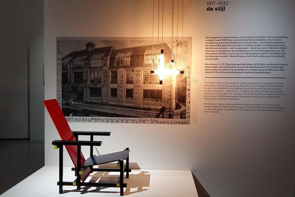 nederland-bauhaus Bauhaus-en-de-Stijl-Museum-Boijmans-Rietveld-stoel-foto-Wilma_Lankhorst