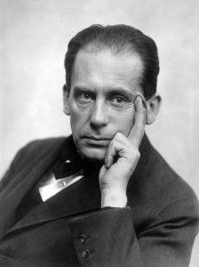 Bauhaus_100 jaar Portret Walter Gropius Foto Louis Held (1922-23) Bauhaus-Archiv Berlin