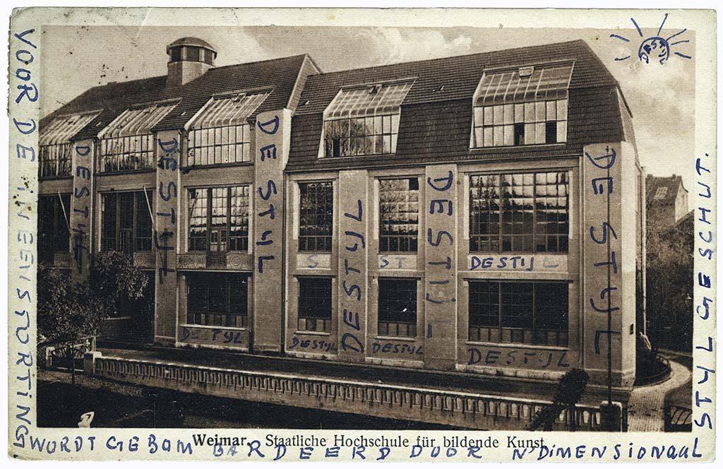 100 jaar Bauhaus -kaart-Weimar met teksten Theo van Doesburg