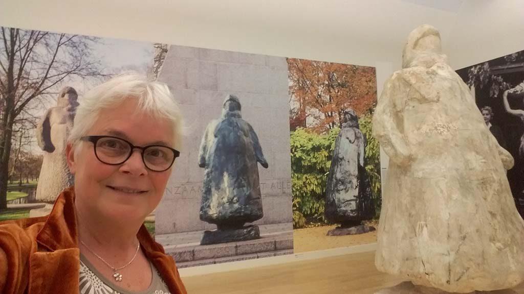 Charlotte_van_Pallandt_Museum-de-Fundatie_selfie-in-de-Wilhelmina-zaal-foto-Wilma_Lankhorst