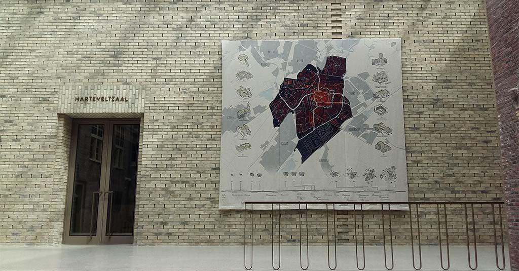 Museum De Lakenhal achterhal-wandkleed-Ankie_Stoutjesdijk (1973 Den Haag)-foto-Wilma_Lankhorst