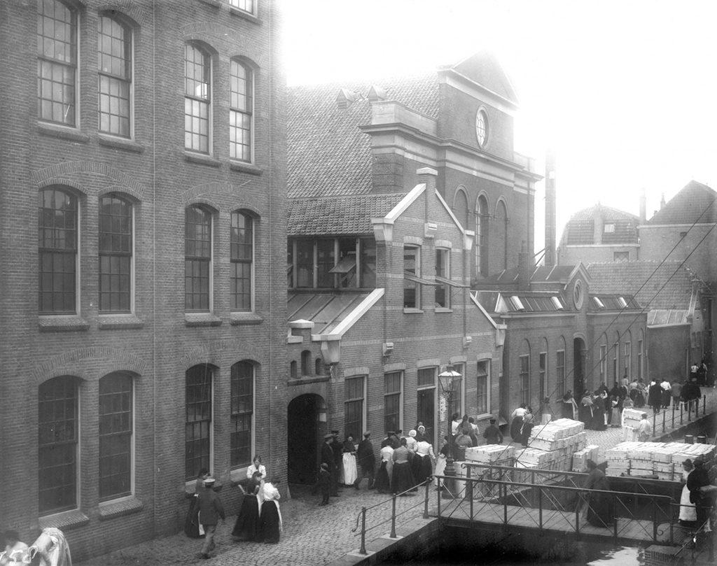 Museum_de_Lakenhal_fabriekshuizen-die-moesten-wijken-voor-uitbreiding-foto-De-Lakenhal