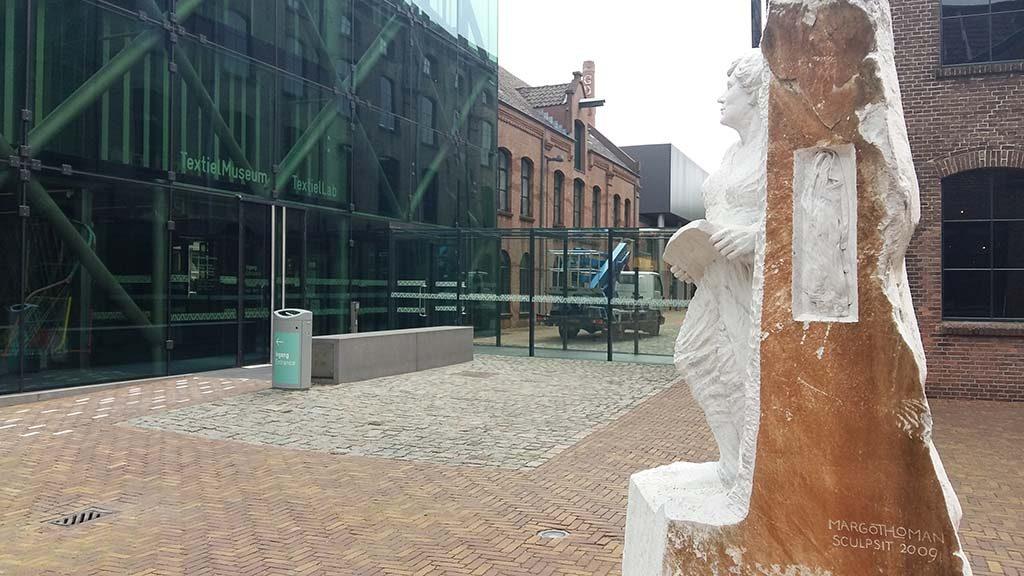 TextielmuseumTilburg-sculptuur-Margot-Homan-foto-Wilma_Lankhorst