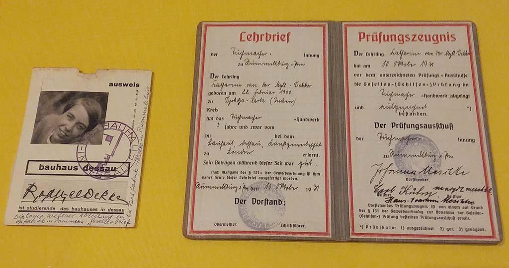 bauhaus_textiel_Kitty-van-der-Mijll-diploma-en-studentenpas-foto-Wilma_Lankhorst