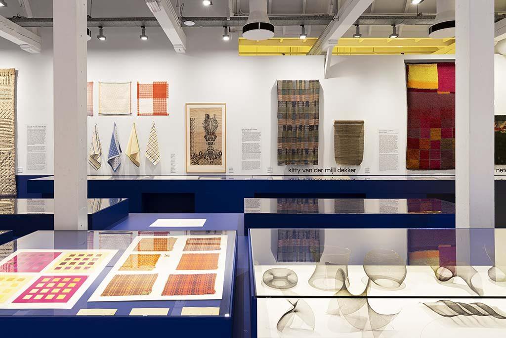 bauhaus_textiel_zaalimpressie-foto-Josefine-Eikenaar-textielmuseum