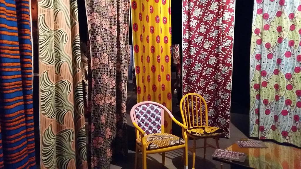 Fashion Cities Africa waxprint-meubels-Yinka-Ilora-©-foto_Wilma_Lankhorst