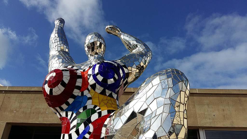 Niki_de_Saint_Phalle-3-gratieen-buiten-foto-Wilma-Lankhorst.