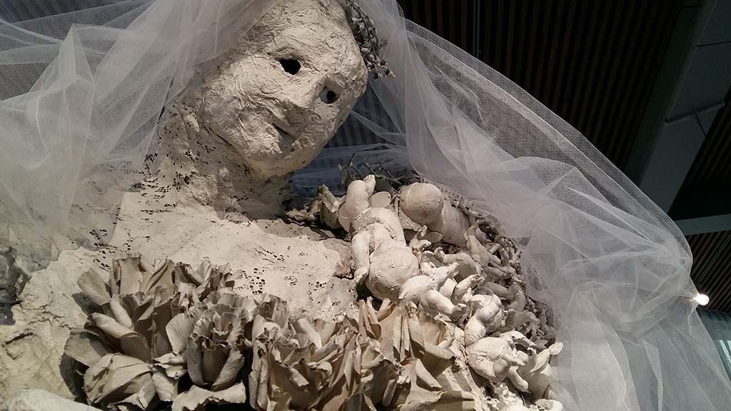 Niki_de_Saint_Phalle-de-bruid-foto-Wilma-Lankhorst