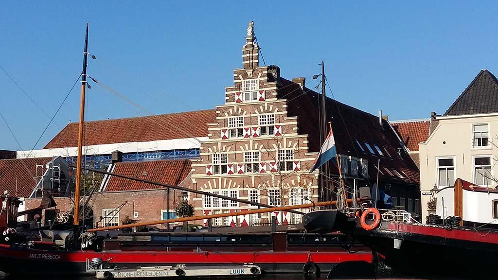 Leiden_Stadstimmerwerf-1622_uitzicht-vanuit-Rembrandts-geboortehuis-Weddesteeg-foto-Wilma_Lankhorst