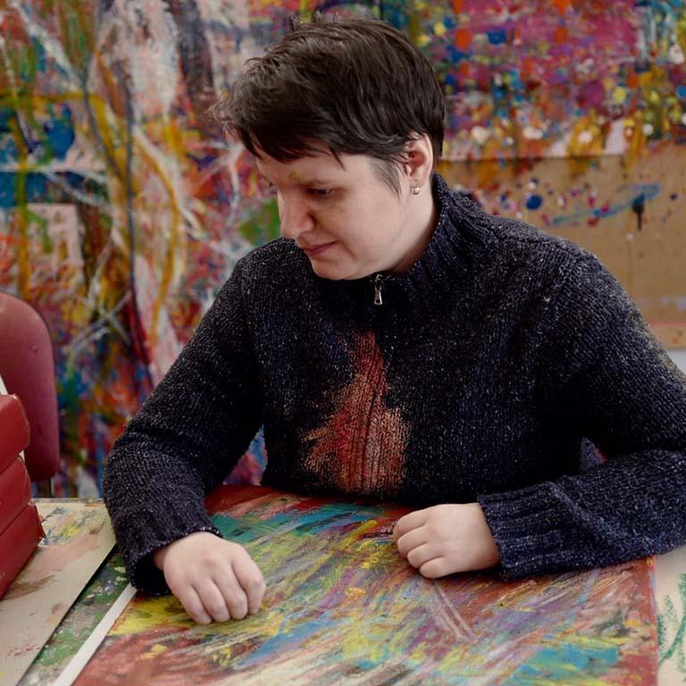Victory Art Maják_Kristyina-Fasungova-aan-het-werk-foto-Majak