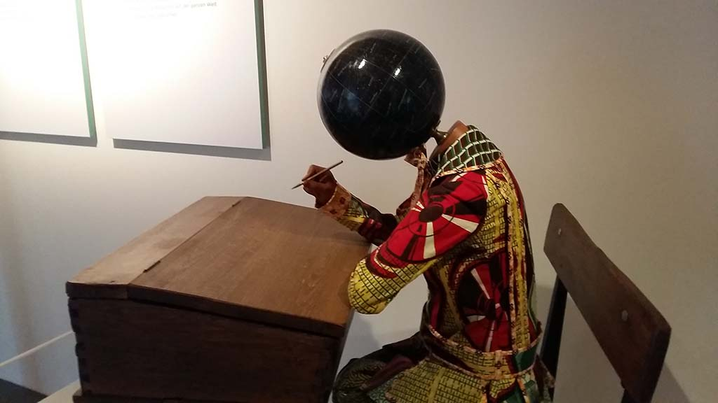 Inspirerend_Afrika_Yinka_Shonibare_planets in my head (2010) ©foto Wilma_Lankhorst