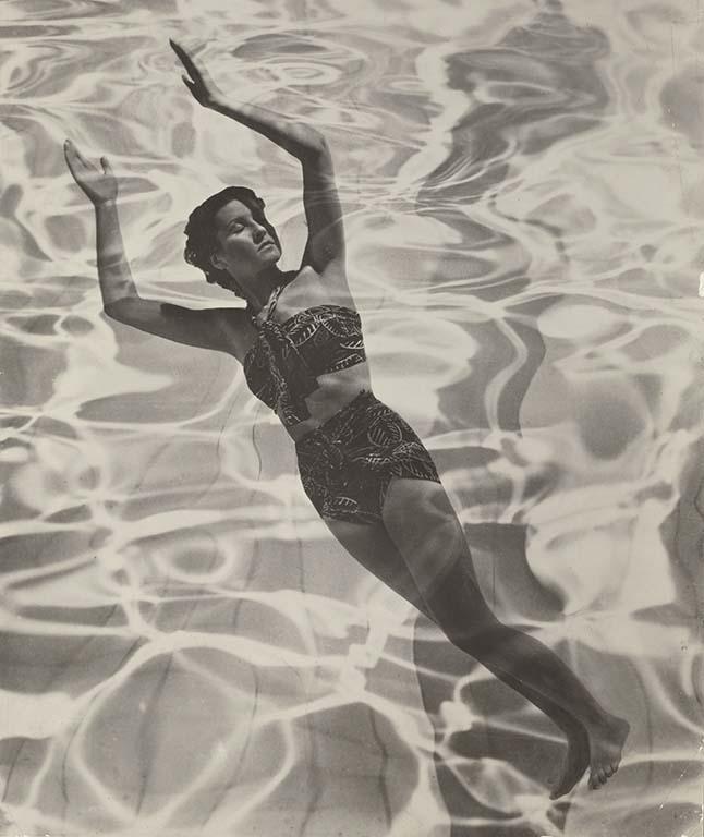 Dora Maar advertentie vrouw met zwempak (1936)