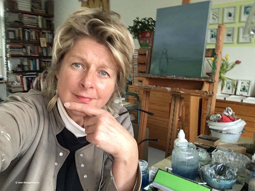 Ann Hoogendoorn in haar atelier