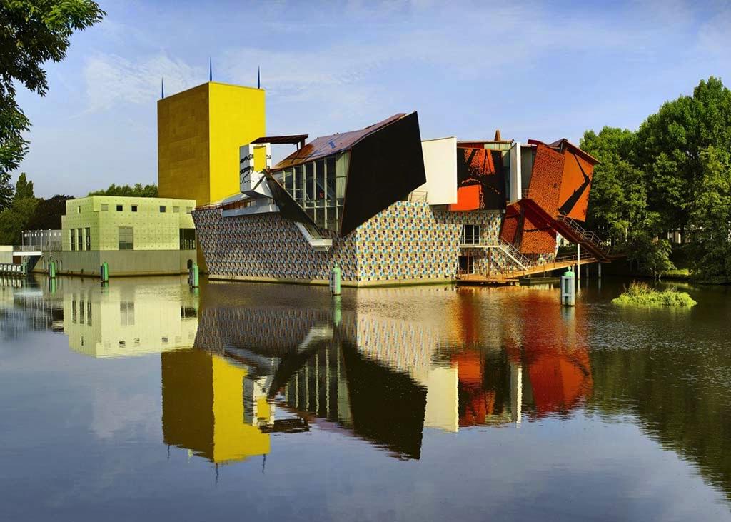 Groninger Museum, ontwerp van de Italiaanse architect Mondo Mendini © Erik en Petra Hesmerg (2014)