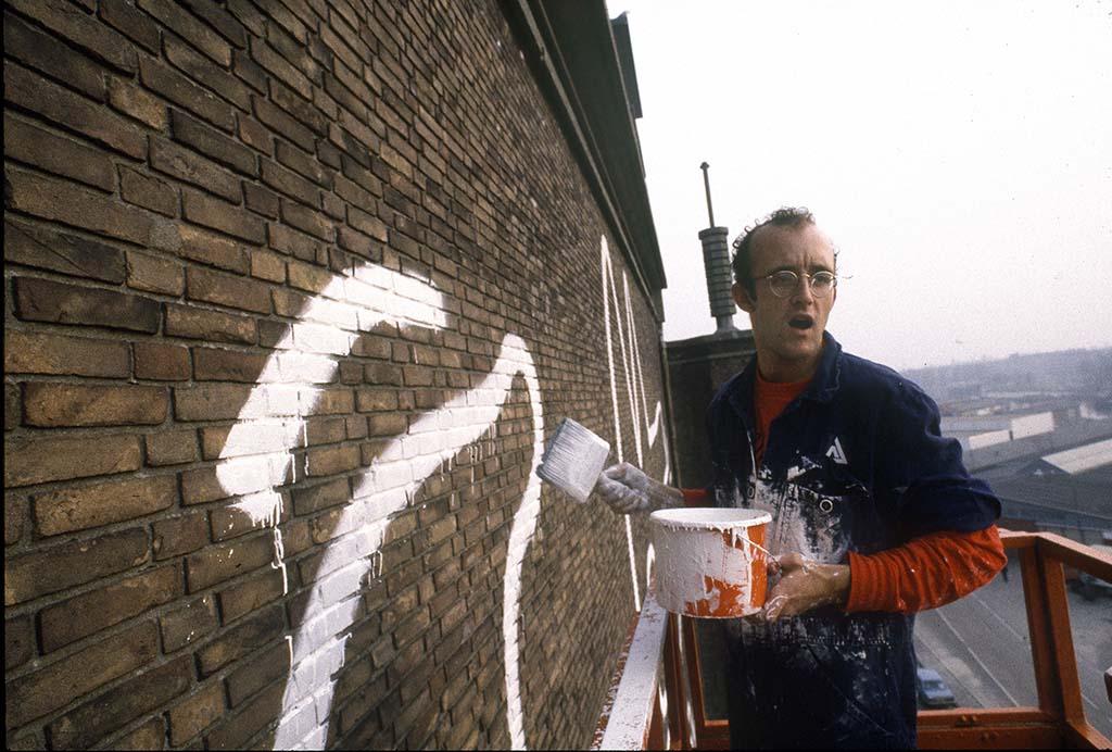Keith_Haring_man-at-work_zeemonster_muurschildering-De Hallen AMS-1986-©-foto-Patricia-Steur