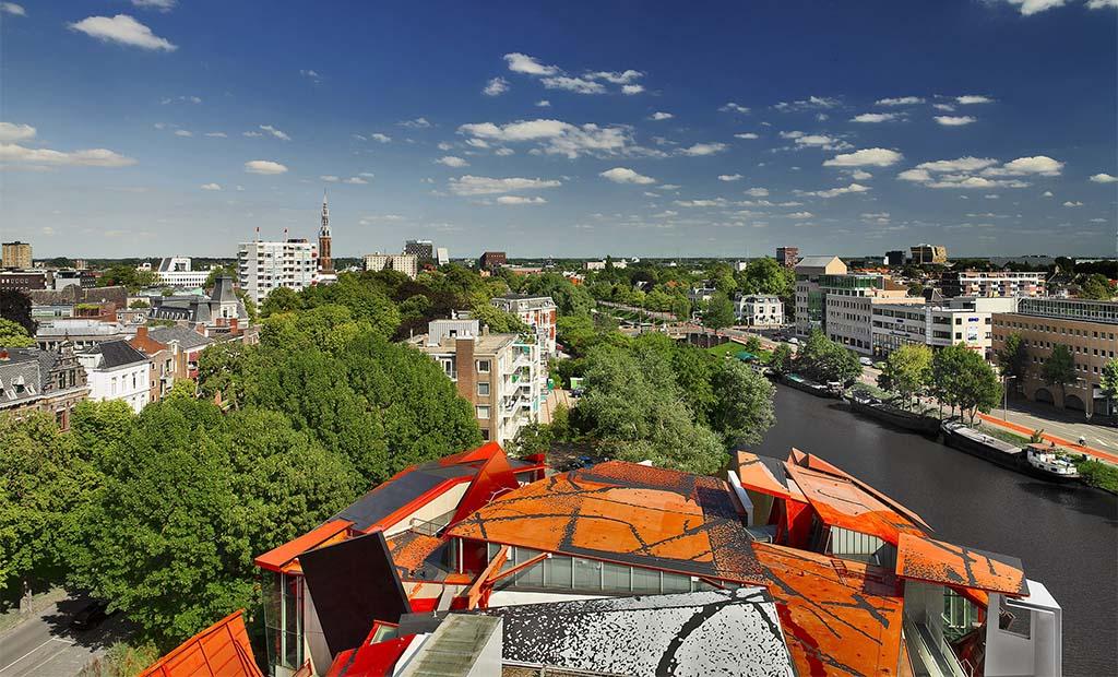 Groninger_Museum_blik vanaf het dak op de stad ©Groninger Museum foto Erik en Petra Hesmerg
